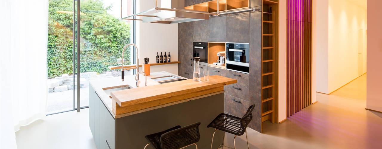 DIEPENBROEK I ARCHITEKTEN Modern kitchen