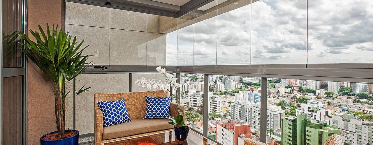 Terrazas de estilo  por Carolina Kist Arquitetura & Design