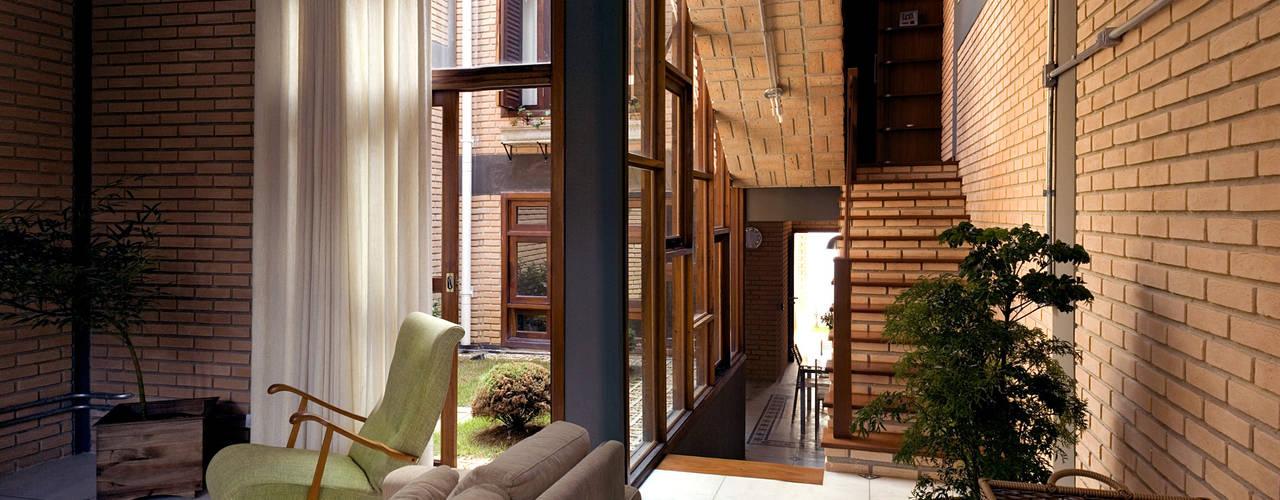 Phòng khách phong cách mộc mạc bởi JMN arquitetura Mộc mạc