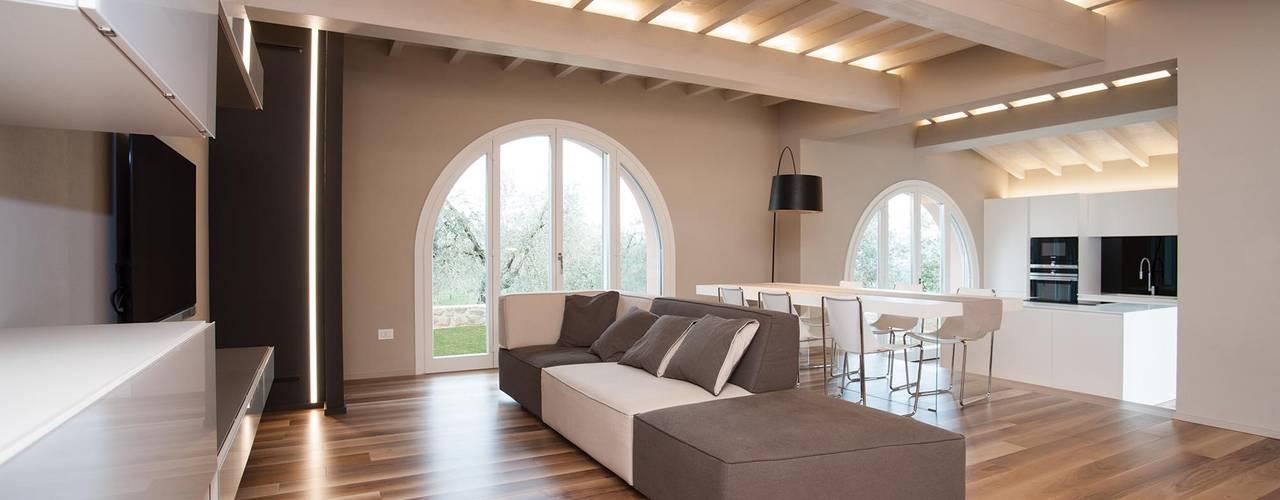 غرفة المعيشة تنفيذ Rachele Biancalani Studio - Architecture & Design