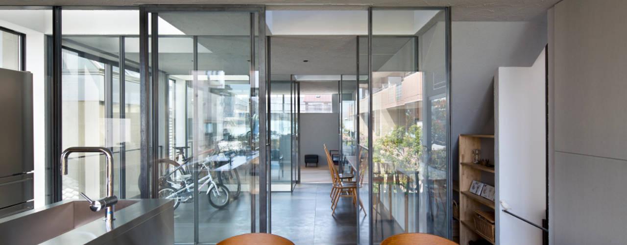 3世帯の家 / House for 3 generations: 藤原・室 建築設計事務所が手掛けたサンルームです。