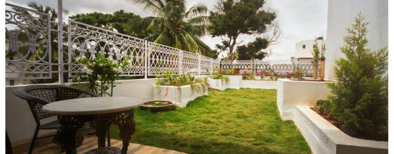 Eclectic style garden by Sandarbh Design Studio Eclectic