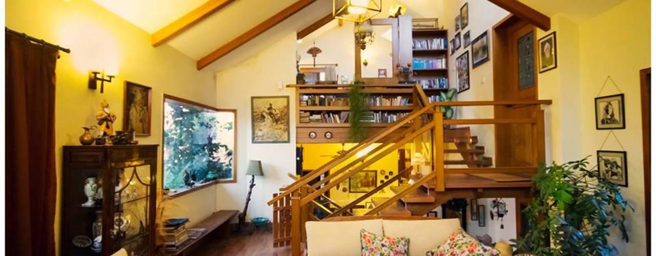 Saravan - The Singh's residence Eclectic style corridor, hallway & stairs by Sandarbh Design Studio Eclectic