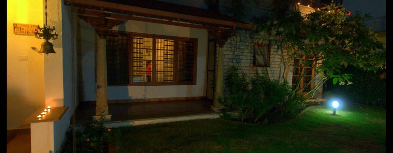 Temple Bells - Arati and Sundaresh's Residence Sandarbh Design Studio Eclectic style garden