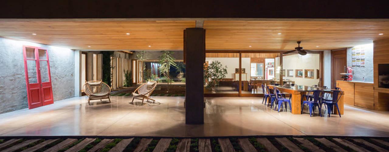 Casa Cuatro Aguas : Livings de estilo  por Dx Arquitectos