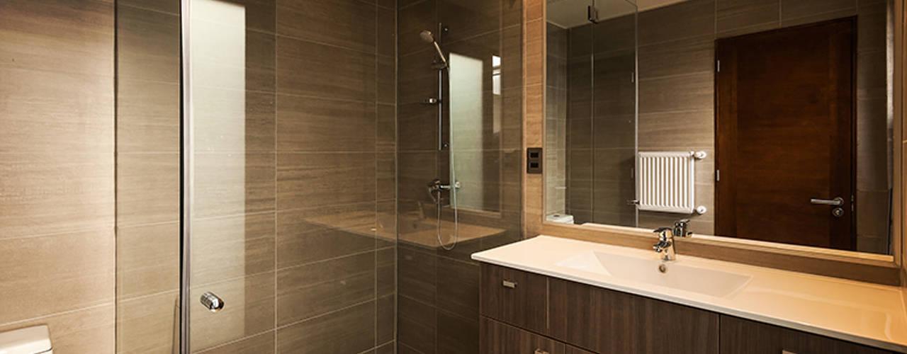 Casa Montemar 3: Baños de estilo  por Bauer Arquitectos