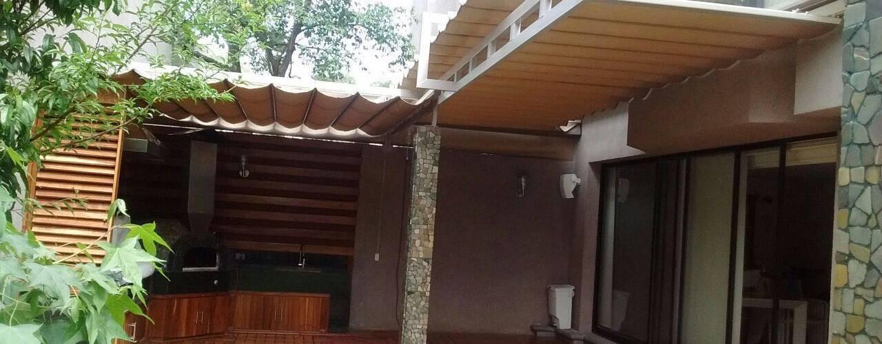 Toldo plegable en CDMX, un cambio radical.: Casas de estilo moderno por Materia Viva S.A. de C.V.