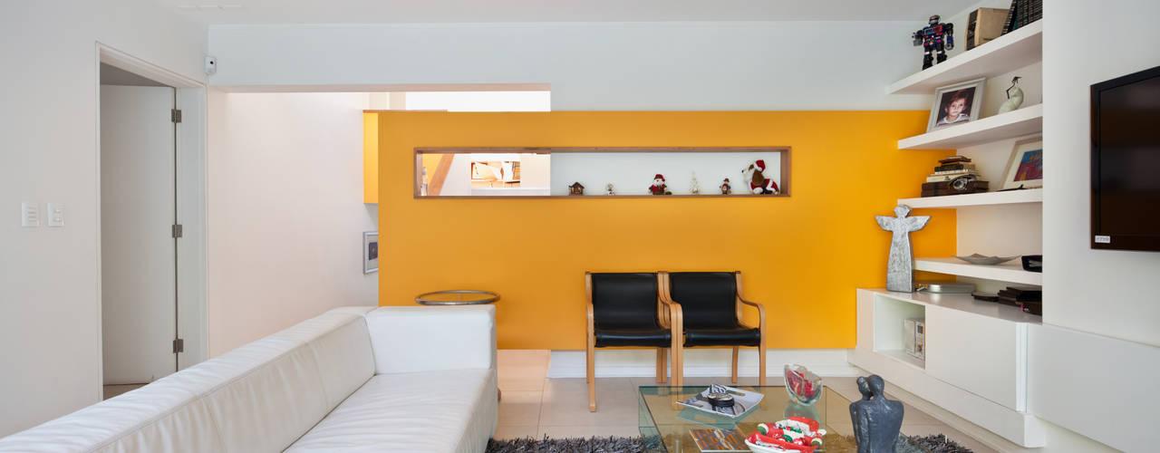 Phòng khách phong cách tối giản bởi [ER+] Arquitectura y Construcción Tối giản
