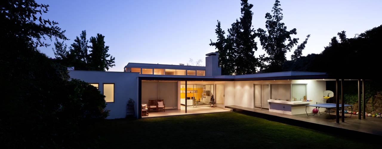 CASA CARREÑO: Jardines de estilo  por [ER+] Arquitectura y Construcción