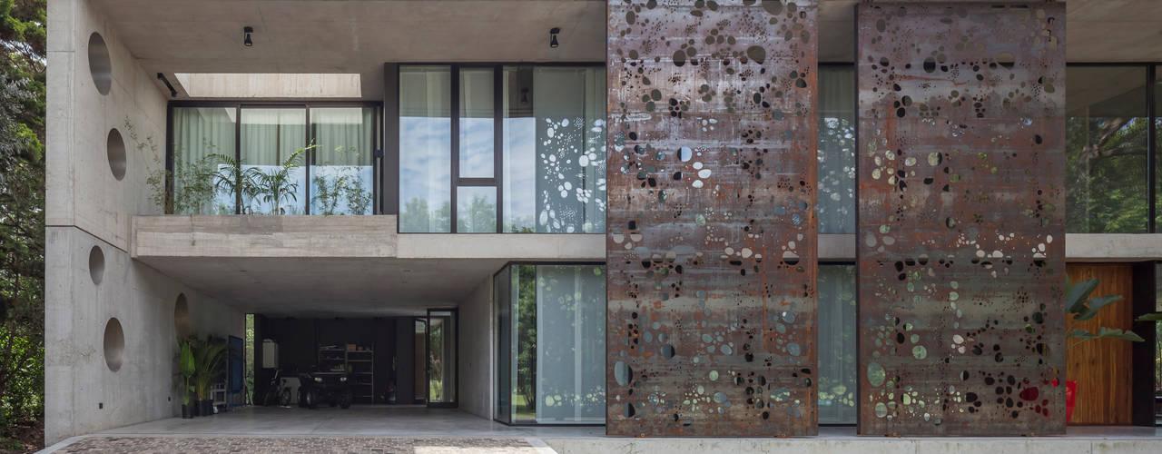 Casa HK: Casas unifamiliares de estilo  por Ciudad y Arquitectura