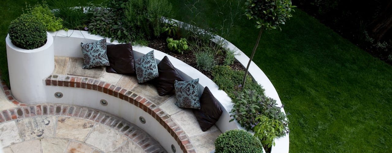 MODERN FAMILY GARDEN DESIGN IN WEST LONDON 根據 Earth Designs 地中海風
