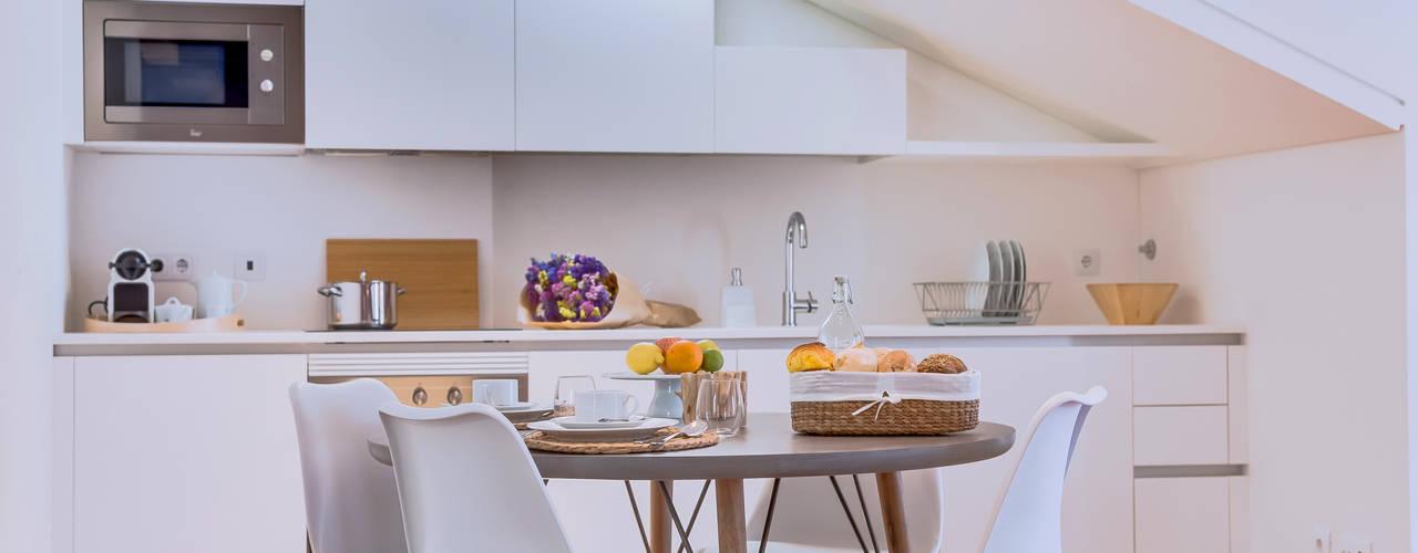 Apartamentos Salitre Lisboa - Apartments Salitre Lisbon: Salas de jantar  por Ivo Santos Multimédia
