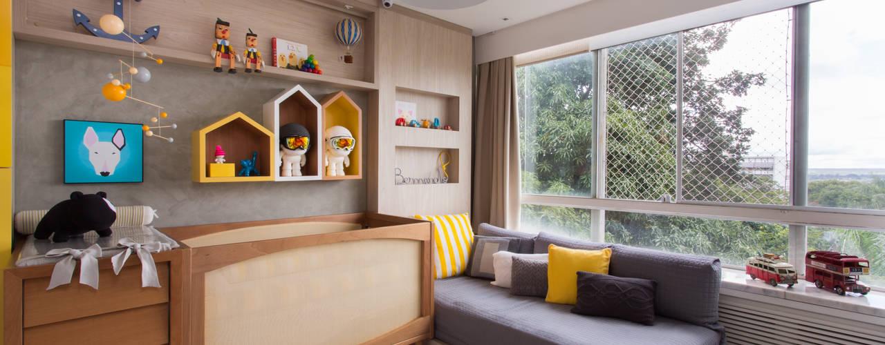 Quarto do Bernardo Pri Martins Arquitetura Quartos de bebê Madeira Amarelo