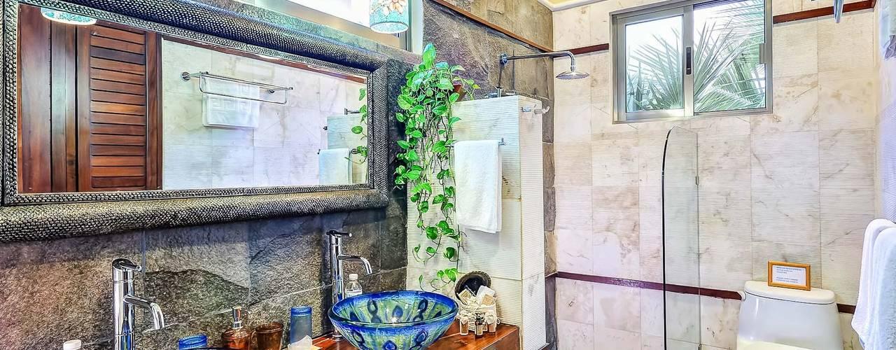 Bathroom by DHI Riviera Maya Architects & Contractors,