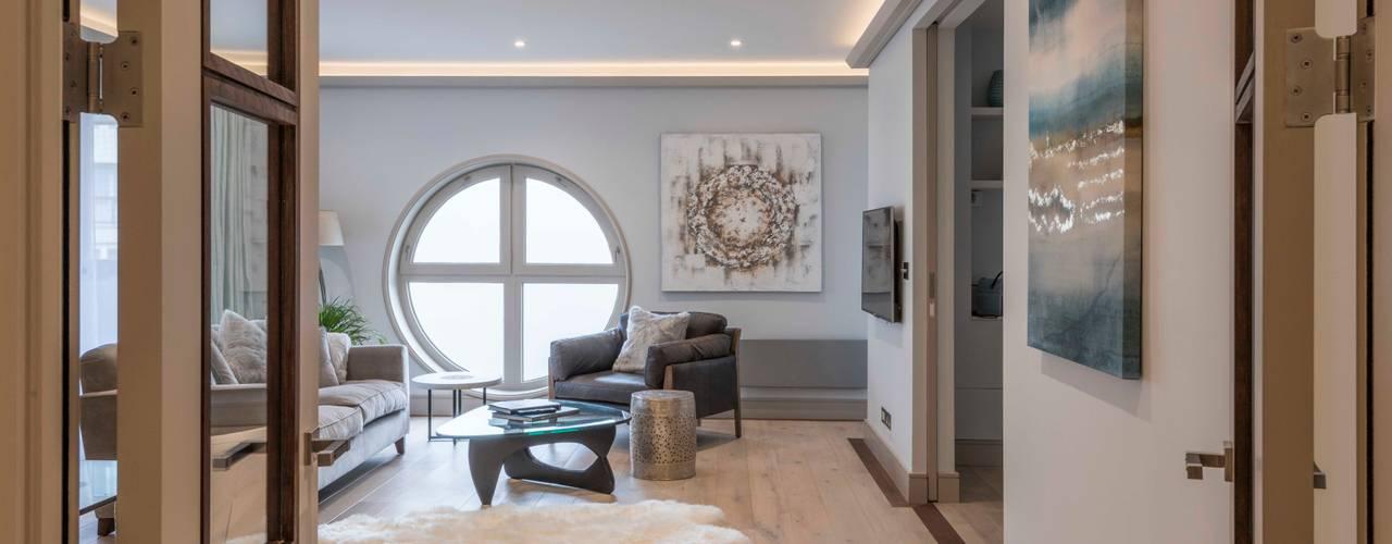 Paddington Penthouse - London:  Living room by Prestige Architects By Marco Braghiroli,
