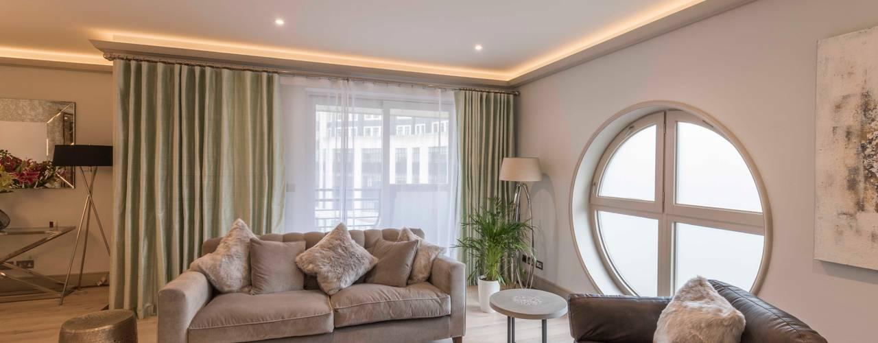 Paddington Penthouse - London:  Living room by Prestige Architects By Marco Braghiroli, Modern