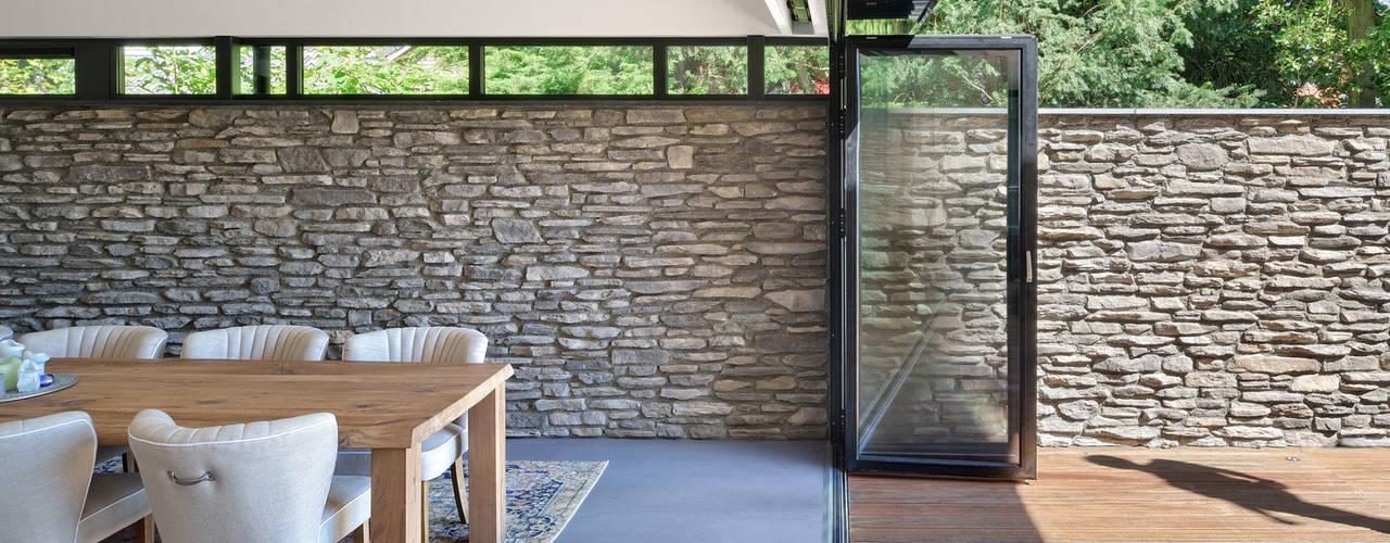 Bosrijk wonen in een droomvilla Moderne eetkamers van BNLA architecten Modern