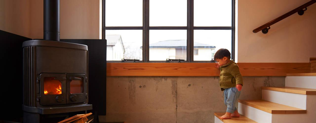 琵琶湖の家: URBAN GEARが手掛けたリビングです。,