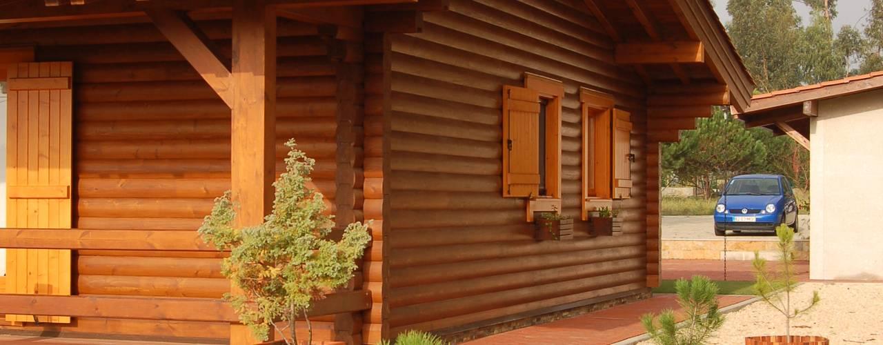 RUSTICASA   Casa unifamiliar   Vila Nova de Gaia: Casas de madeira  por Rusticasa