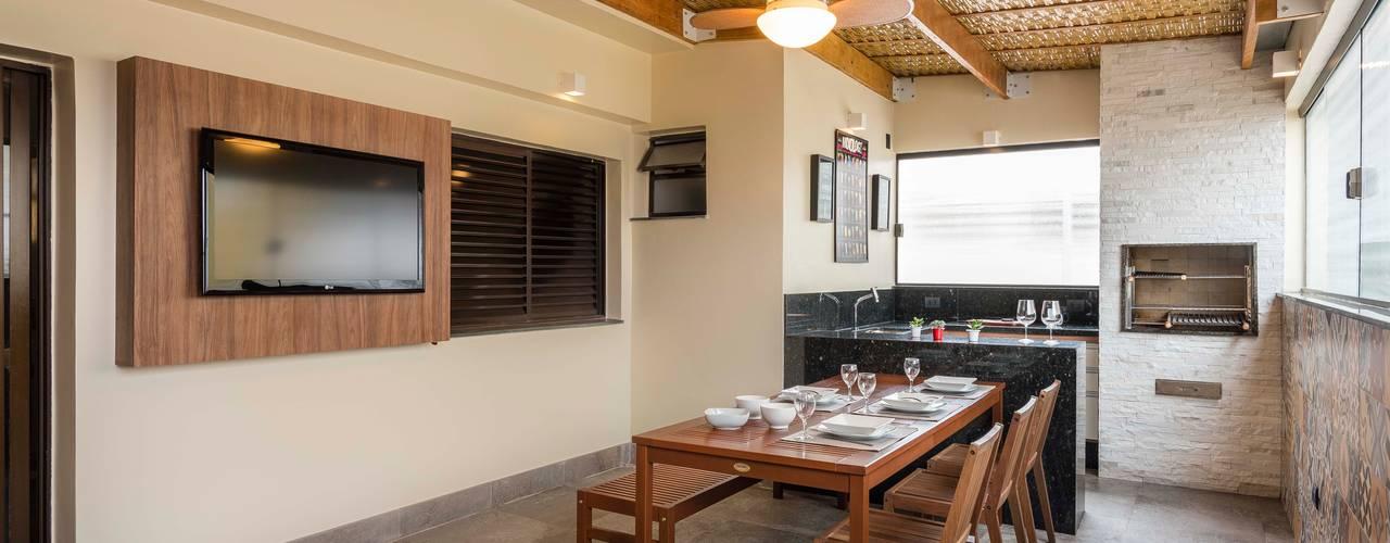 Terraço FE Varandas, alpendres e terraços tropicais por KC ARQUITETURA urbanismo e design Tropical