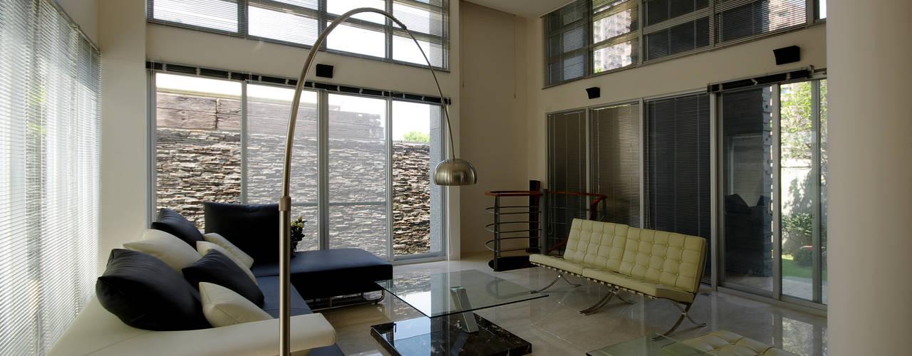 ห้องนั่งเล่น by 築青室內裝修有限公司