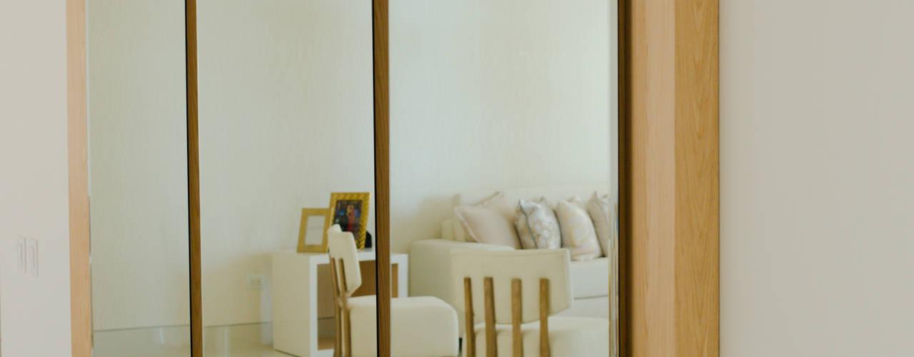 Un hogar contemporaneo:  de estilo  por Monica Saravia