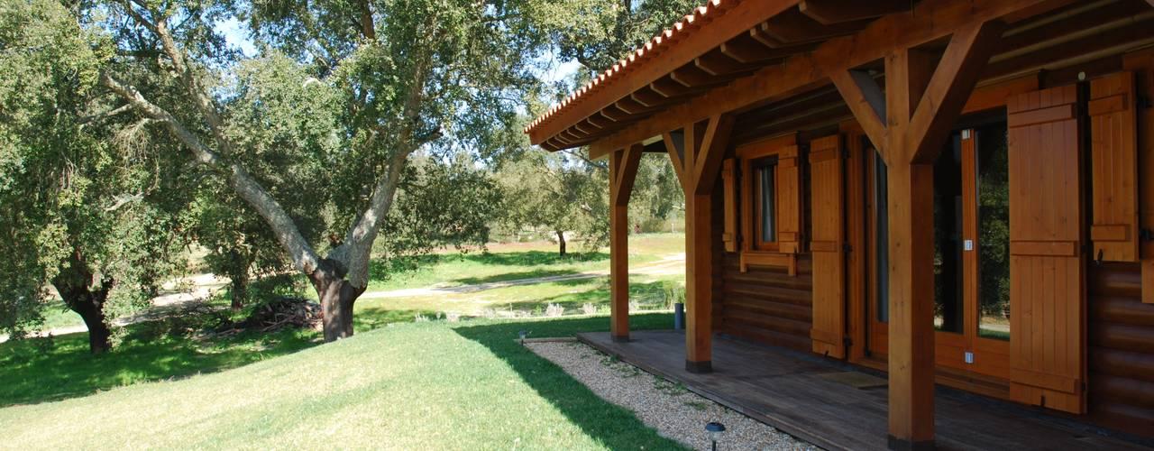 RUSTICASA   Casa unifamiliar   Santo Estevão: Casas de madeira  por Rusticasa