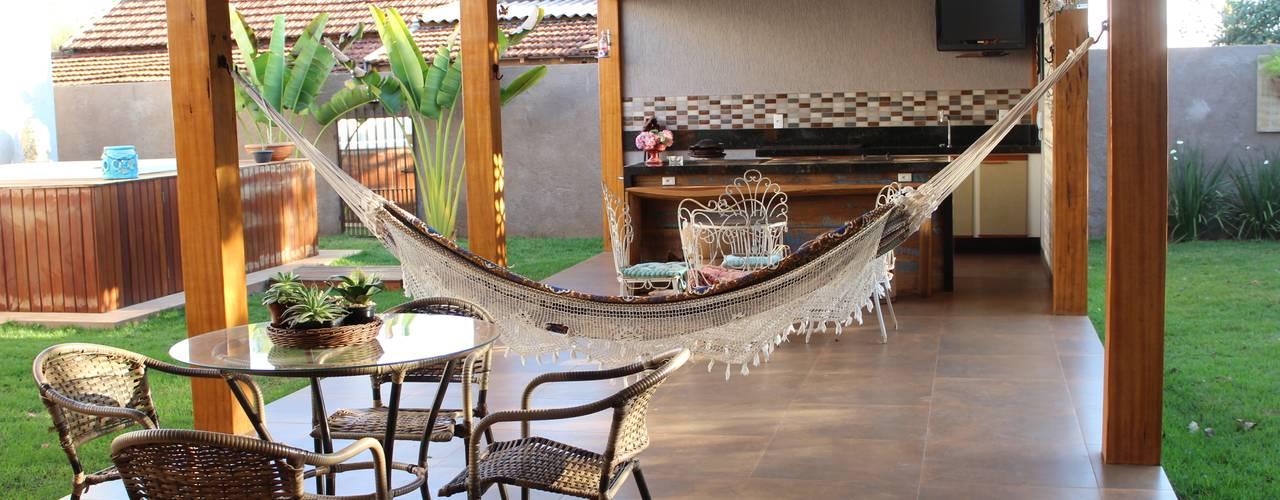 Rustik Balkon, Veranda & Teras Arquiteta Bianca Monteiro Rustik
