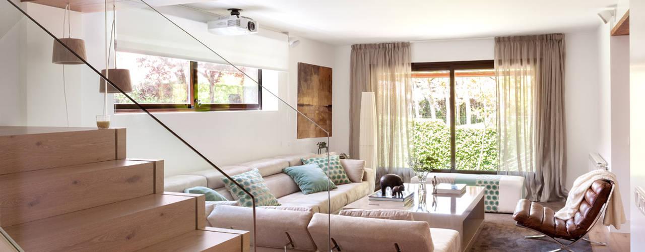 10 esempi di soggiorni eleganti arredati con pochi elementi for Componenti d arredo moderni