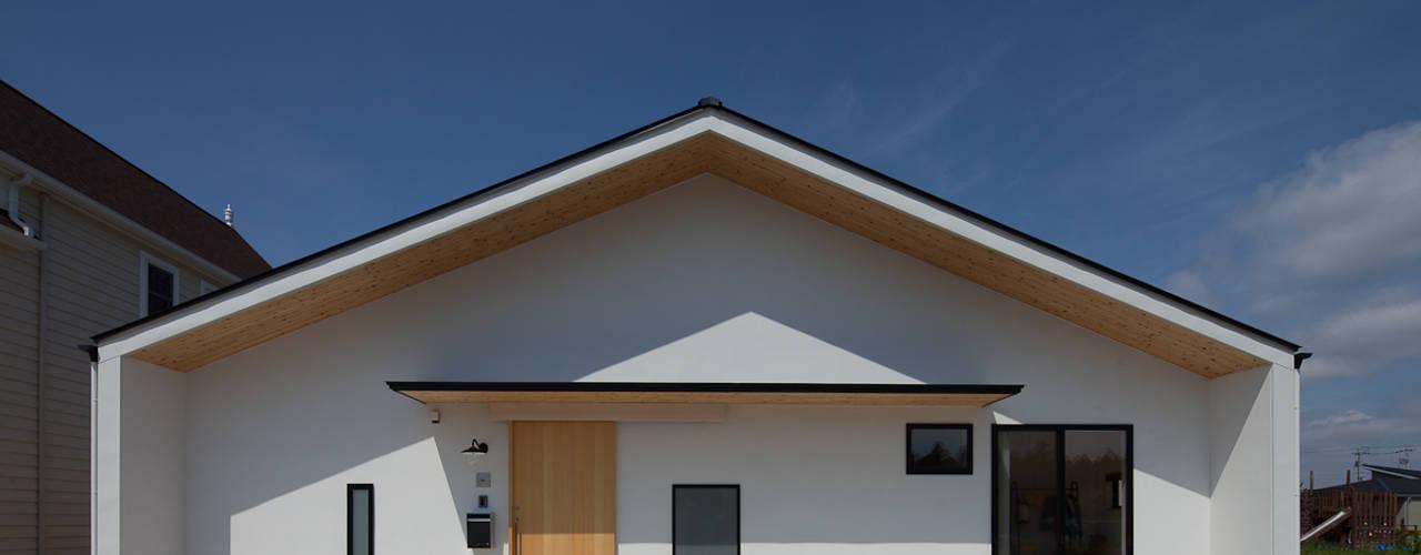 さんかく屋根の家 モダンな 家 の 株式会社 井川建築設計事務所 モダン