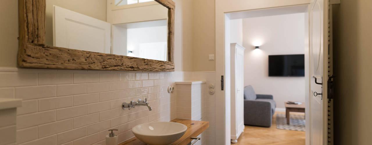 Casas de banho rústicas por raumdeuter GbR Rústico