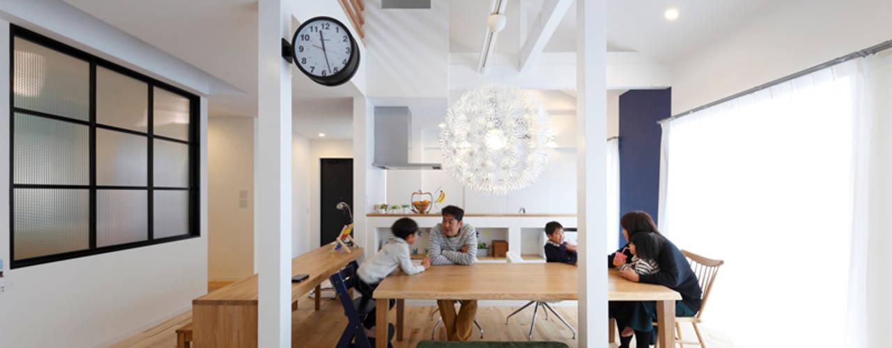 回遊できる家〈renovation〉-長く子供と仲良く、築46年の回遊できる家- 北欧デザインの ダイニング の atelier m 北欧