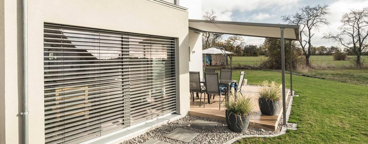 Effizienzhaus in innovativer Massivholzbauweise:  Häuser von wir leben haus - Bauunternehmen in Bayern