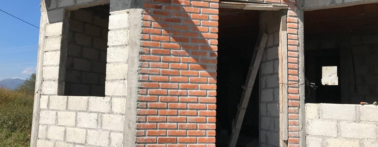 Rumah Gaya Kolonial Oleh LUBAAL construcción y arquitectura Kolonial