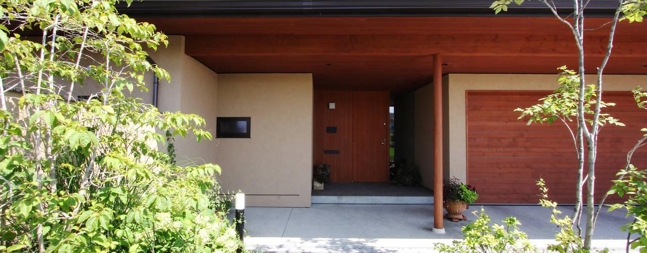 Case moderne di 藤松建築設計室 Moderno