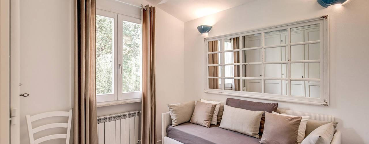Projekty,  Sypialnia zaprojektowane przez Studio Guerra Sas