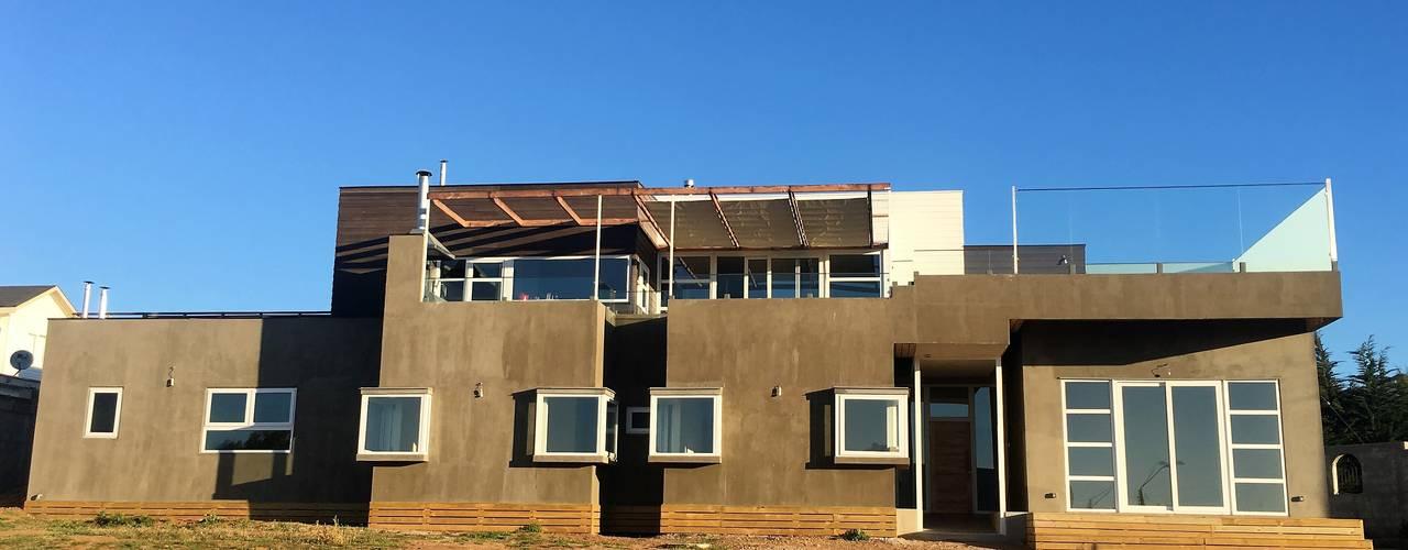 Casa Muelle: Casas de estilo mediterraneo por Casas Metal