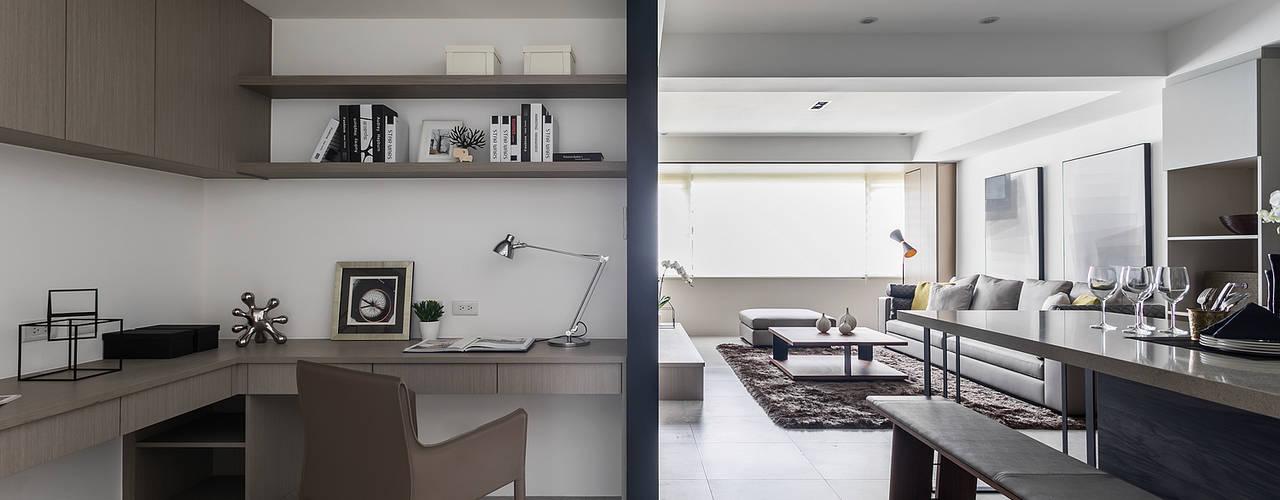 書房、餐廳、客廳:  書房/辦公室 by E&C創意設計有限公司