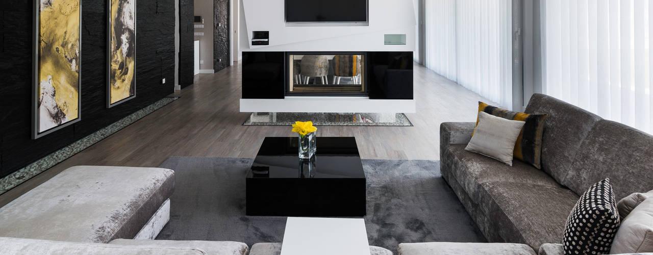 Residência J&M: Salas de estar  por UNISSIMA Home Couture,