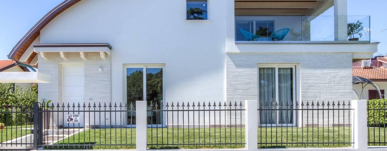 Casas modernas por Progettolegno srl