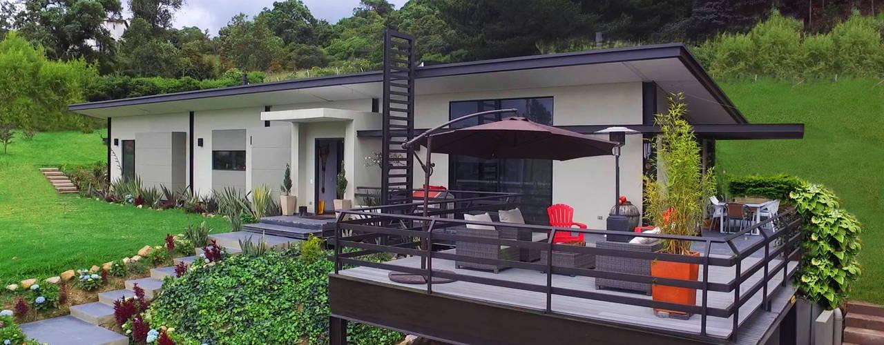 Nhà by Arquitectos y Entorno S.A.S