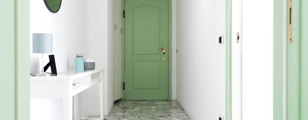 La Casa Verde Made with home Ingresso, Corridoio & Scale in stile moderno Turchese