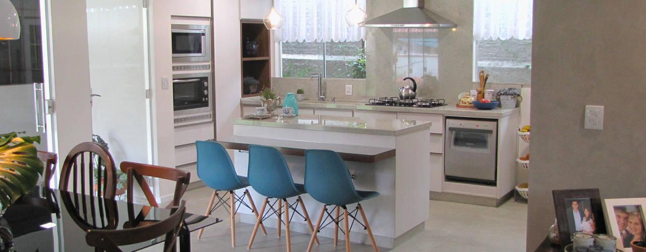 Retrofit de residência com mais de 30 anos Panorama Arquitetura & Interiores Cozinhas ecléticas