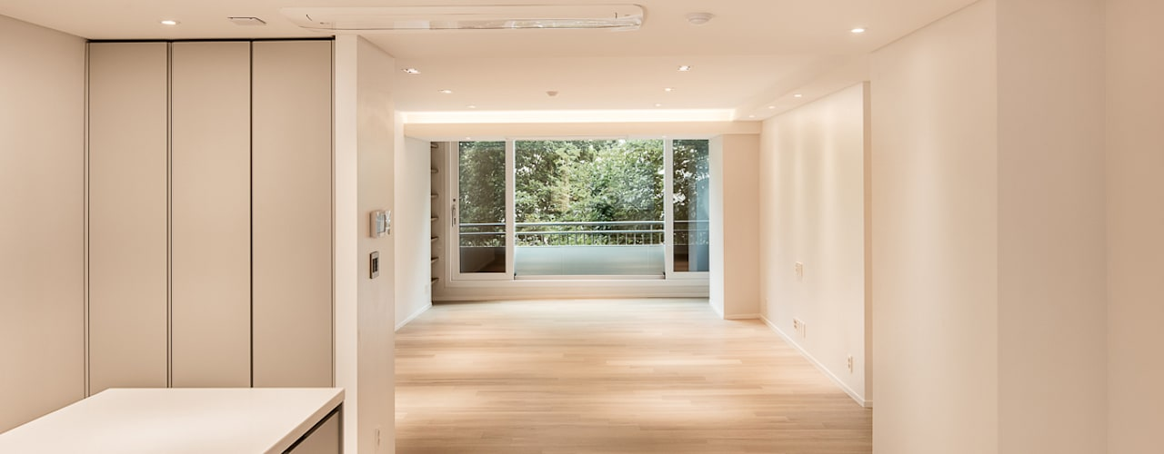Salon moderne par 영보디자인 YOUNGBO DESIGN Moderne