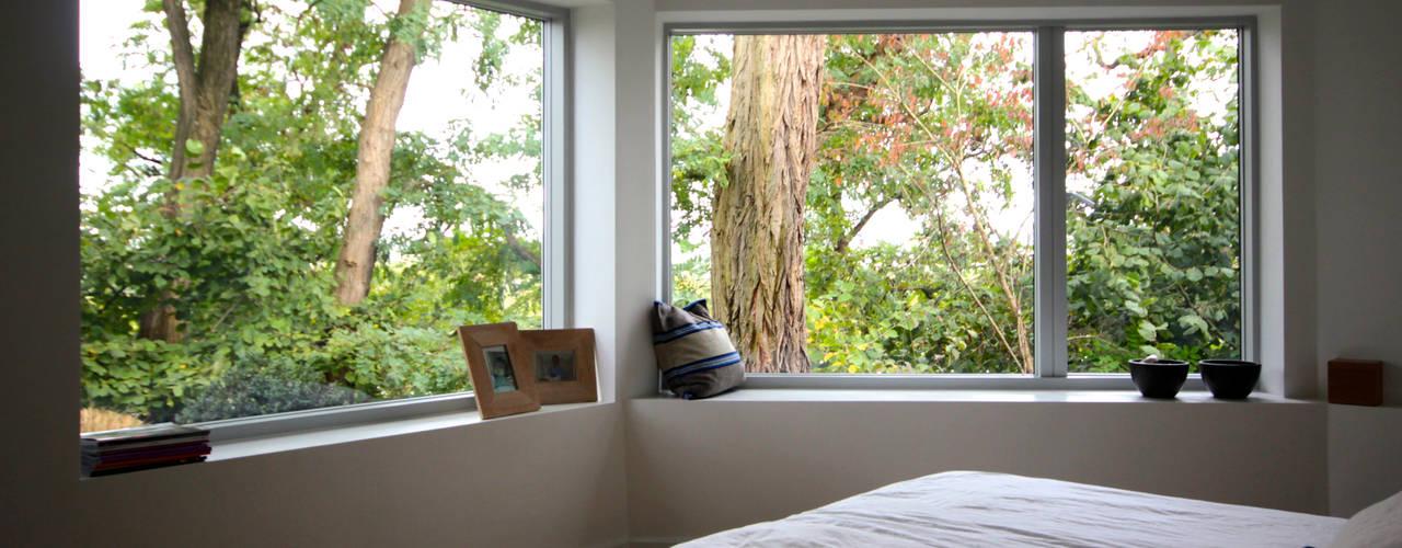 Umbau Haus S ARCHITEKTEN BRÜNING REIN Moderne Schlafzimmer Weiß