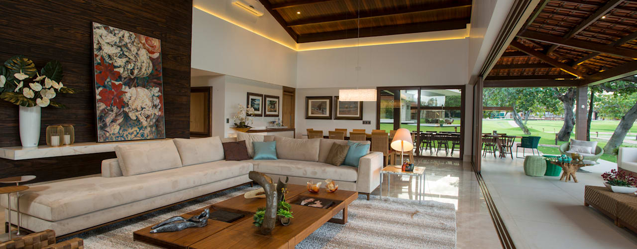 Living room by Danielle Valente Arquitetura e Interiores