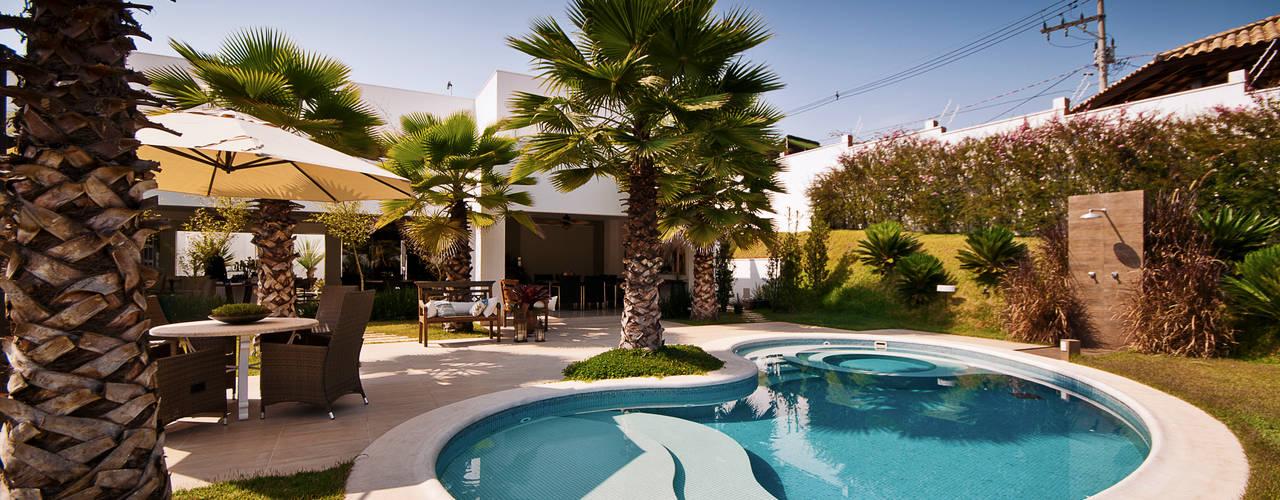 Tropische Pools von Maria Luiza Aceituno arquitetos Tropisch