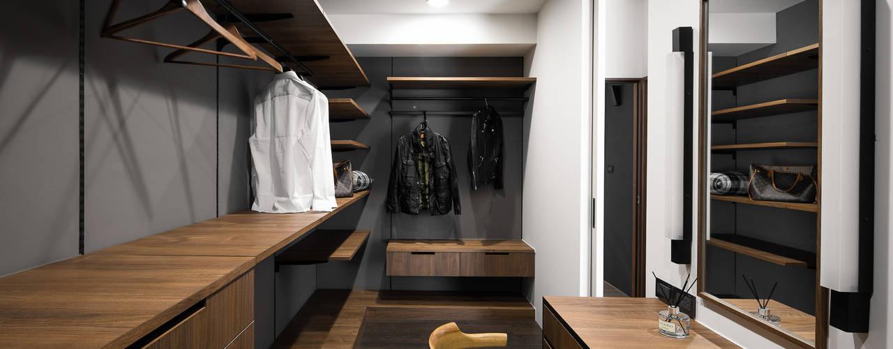 更衣室:  更衣室 by 極簡室內設計 Simple Design Studio