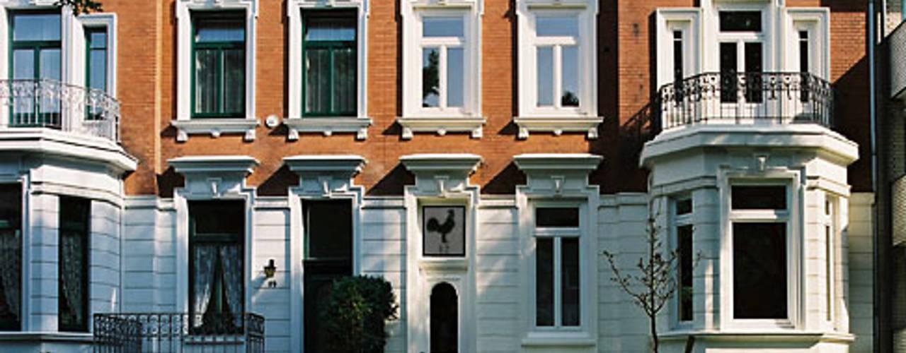 Stadtvilla in Hamburg von Nailis Architekten Klassisch Ziegel