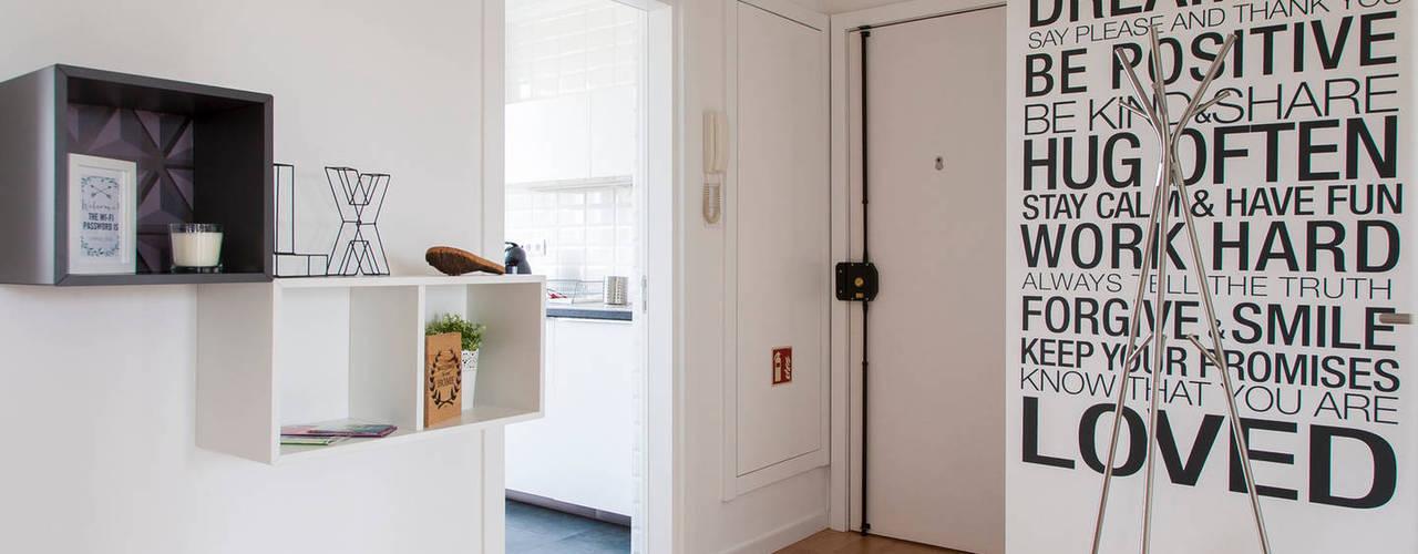 Remodelação de T2 para Airbnb: Corredores e halls de entrada  por MP Architecture & Interior Design